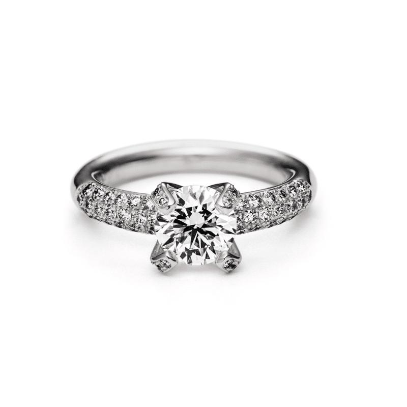 Solitaire entourage diamants